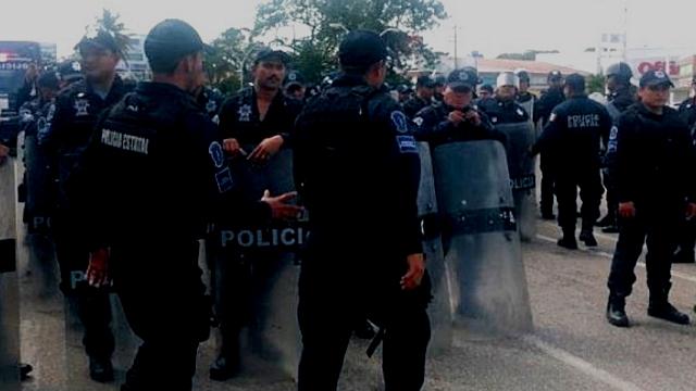 Reprime Gobierno de Tabasco bloqueo de burócratas